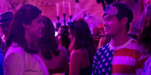 Adam Devine y Alexandra Daddario en La primera vez que nos vimos